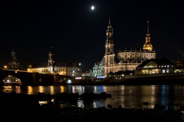 34_dresden_nachtaufnahme_stadtkirche